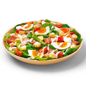 ゆで卵とプチトマトのシーザーサラダ
