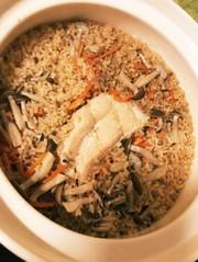 土鍋で秋の味覚★鮭の炊き込みご飯の写真