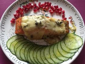 天然鮭とラクレットチーズのオーブン焼き