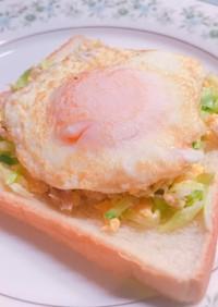 朝食!目玉焼とコールスローオープンサンド