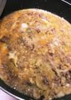 簡単☆ひき肉とキャベツの甘辛卵とじ丼