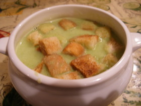 グリンピースとチーズのスープ+クルトン