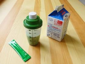 青汁牛乳【ふりふり青汁シェイカー】