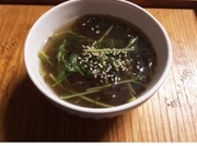 もずくと豆苗のスープの写真