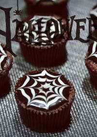 ハロウィンチョコ味クモの巣のカップケーキ
