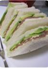 アボカドと生ハムのサンドイッチ