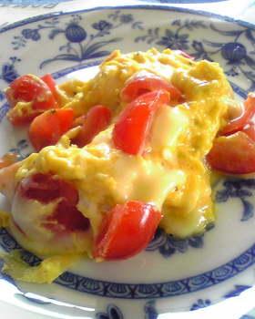 トマトとチーズの簡単スクランブルエッグ
