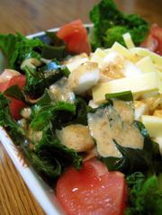 わかめとチーズ・はんぺんの胡麻サラダの写真
