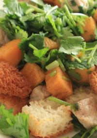 パクチーと柿のサラダ ナンプラー味