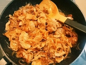 豚薄切り肉でポークチャップ