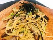 一人暮らしの茄子豚バラ麺つゆバターパスタの写真