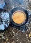 キャンプダッチでバナナケーキ