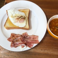 朝食♫に目玉焼きパン!