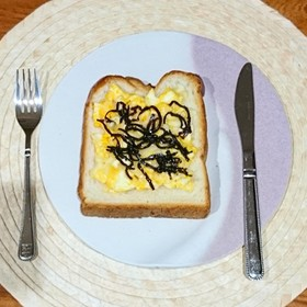 昆布とチーズ卵サラダのまろやかトースト