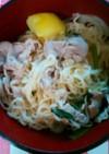 肉うどん風ラーメンとポテトサラダ