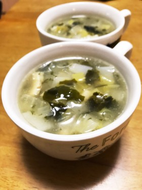 野菜を食べるチャイニーズスープ