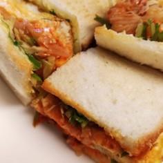 キムチと卵とチーズのサンドイッチ
