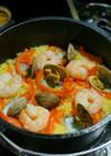 【キャンプ飯】ダッチオーブンでパエリア