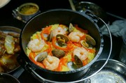 【キャンプ飯】ダッチオーブンでパエリアの写真