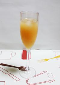 シークワーサーと苺シロップのジュース
