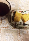 丸ごと1個のりんごのパウンドケーキと紅茶