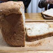 HBブーランジェリーで くるみ食パン