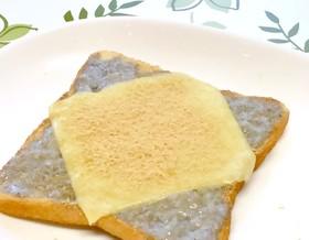 簡単☆黒胡麻プリントーストのチーズのせ♡