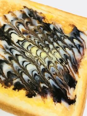 チョコシロップのデコレーショントースト