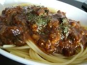 牛スジ肉の粒マスタード風味スパゲッティの写真
