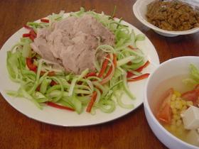 さっぱり、やわらかいゆで豚と野菜の食べ方