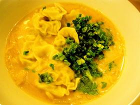 ワンタン豆乳ごま味噌スープ