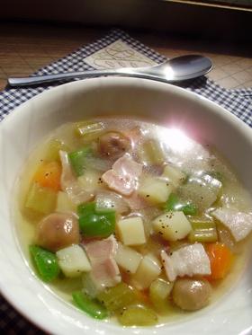 栄養満点☆たっぷり野菜のコンソメスープ