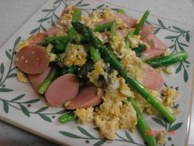 アスパラと魚肉ソーセージの中華風卵とじ