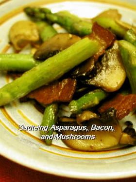 アスパラガス、ベーコンとキノコ炒め