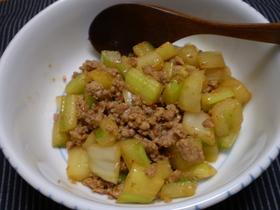 セロリと豚挽き肉の炒め物