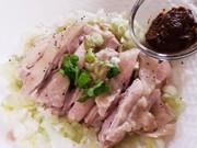 茹で鶏ねぎ塩ピーナッツ味噌の写真