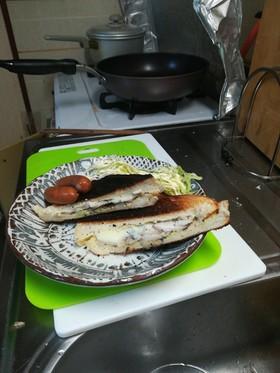 高級生食パンのチキンホットサンド