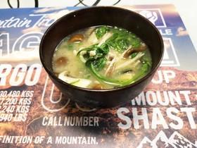 鯖缶ときのこたっぷりの味噌汁
