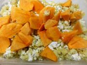 サツマイモと白チーズのサラダ 柿入りの写真