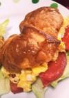 スクランブルエッグと野菜のサンド