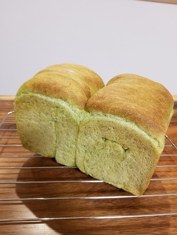 野菜パン◎小松菜とさつまいもの食パン