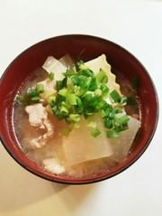 大根 白菜 豚肉 おかず味噌汁の写真