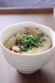 大葉茶で炊く参鶏湯(サムゲタン)の写真