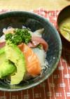 66、お刺身の盛り合わせで海鮮丼と豚汁