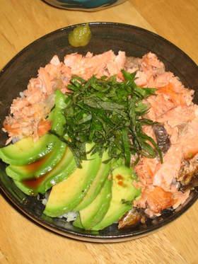 焼き鮭で鮭アボカド丼