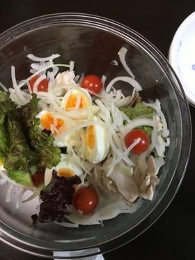 焼き鳥屋さん半熟卵と鳥ささ身のサラダ
