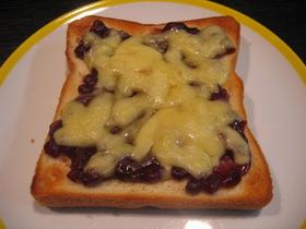 こりゃウマイ♪小豆チーズトースト