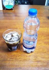 炭酸ミネラルウォーターでコーヒーソーダ