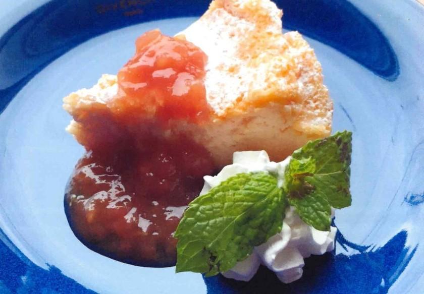トマトヨーグルトケーキ トマトソース添え