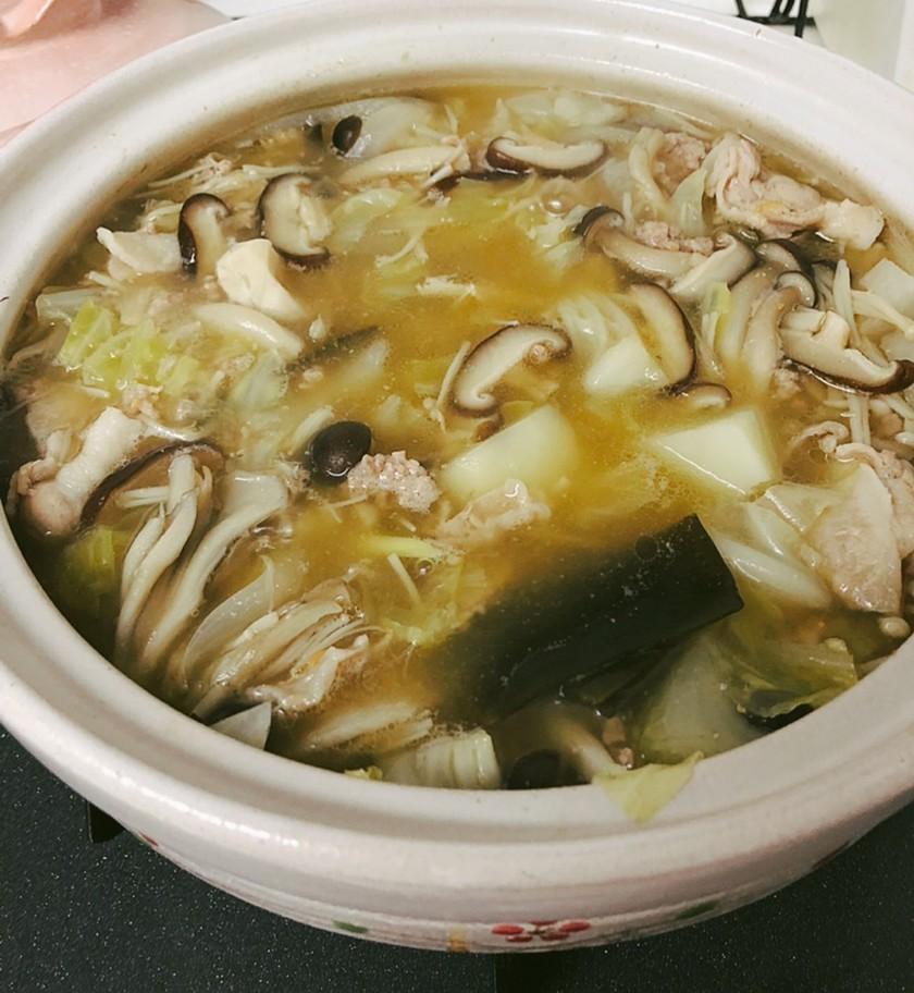 つゆまで飲み干す野菜たっぷり味噌バター鍋